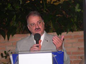José Antonio Figueiredo Antiório discursando ao microfone