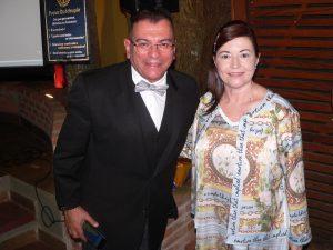 Roberto Marinho e Fátima Marinho posam para foto