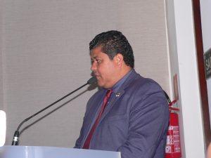 Marcos Nena discursando na tribuna da câmara de cotia