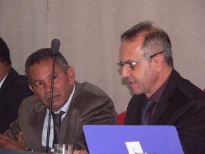 O ex-presidente da câmara Paulinho Lenha e o atual ocupante do cargo, Dr. Castor Andrade na mesa diretora da câmara