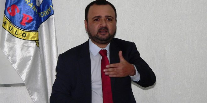 o Delegado Sérgio Augusto de Magalhães Melo fala durante o conseg