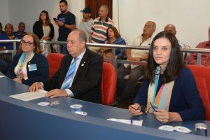 Da esquerda para a direita: Samantha Gonçalves, Edson Borcato e Maria Helena Miramontes durante sessão da câmara de cotia