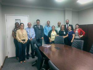equipe do HGC posa para foto em escritório
