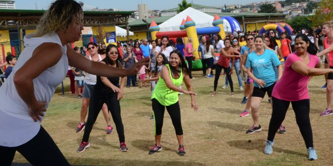mulheres se exercitando no parque gabriel chucre