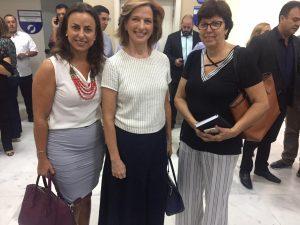 Mazé Barros, Célia Parnes e Márcia Nunes posam para foto em evento na Câmara de Piracicaba