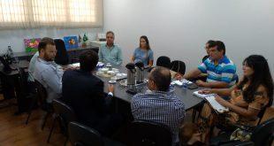 autoridades reunidas em reunião sobre plano de tratamento de lixo em são roque, ibiúna e mairinque