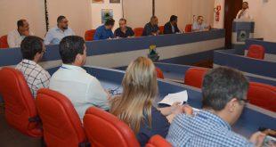 autoridades reunidas na audiência pública com a sabesp