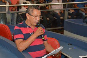 paulinho lenha discursa durante a audiência pública com a sabesp