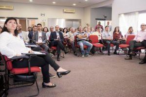 empresários acompanham palestra no auditório do ciesp