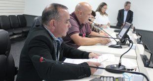 vereadores reunidos em sessão extraordinária da cÂmara de carapicuíba