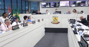 vereadores reunidos para a 5ª sessão ordinária da câmara de carapicuíba