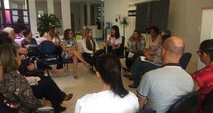 gestores reunidos em roda para capacitação