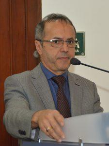 Dr. Castor Andrade discursando na tribuna da câmara de cotia