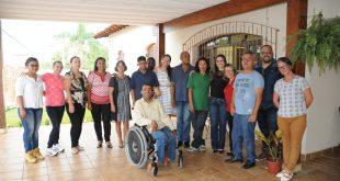 autoridades reunidas na inauguração da Residência Inclusiva do Instituto Pequeno Cotolengo