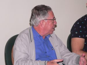 Luiz Carlos Neves falando aos moradores