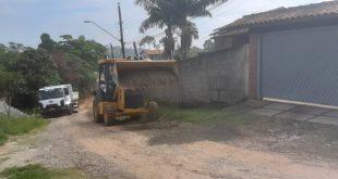 Vias de terra recebem equipes de manutenção da Secretaria de Obras