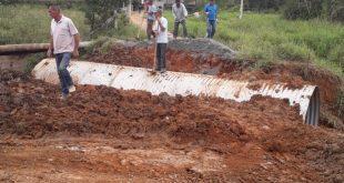 homens trabalhando em obras de reparos dos estragos das chuvas em são roque