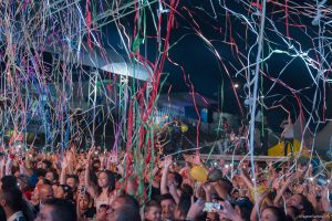 público acompanhando show de luan santana