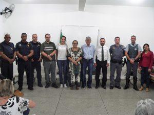 membros natos, diretoria eleita e autoridades do conseg posam para foto