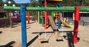 brinquedo revitalizado no playground largo do taboão