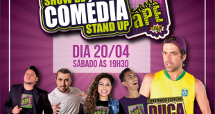 um banner divulgando o show de comédia stand up apê no plaza shopping carapicuiba