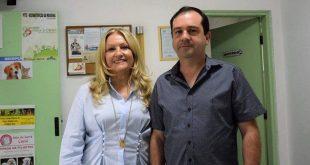 Vereador Alexandre Pierroni e a deputada Maria Lúcia Amary posam para foto lado a lado