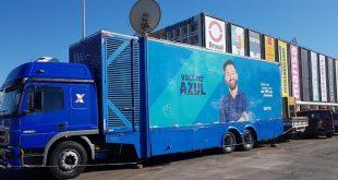 Caminhão você no azul chega à Cotia