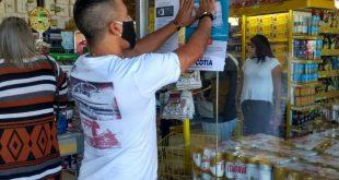 Secretaria de Indústria e Comércio fiscaliza e orienta comércios de Cotia sobre o uso obrigatório de máscaras