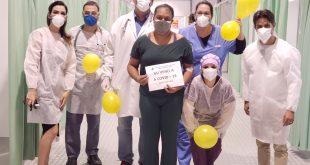 Depois de 13 dias internadas, Ana Cristina vence a Covid-19 e recebe alta do hospital de campanha em Cotia
