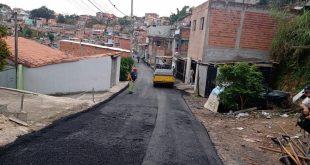 Prefeitura de Cotia asfalta a Rua da Contemplação, no Jardim Coimbra