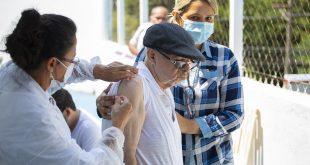 Idosos que vivem em ILP's de Cotia são vacinados contra a Covid-19
