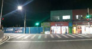 Prefeitura de Cotia implanta semáforo em travessia de pedestre da Senador Feijó