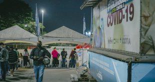 Na primeira noite de 'corujão' de vacinação contra a Covid, Cotia atende mais de 2 mil pessoas